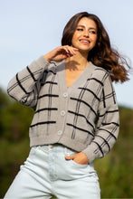 F1100 Checked Fluffy Knit Short Cardigan In Grey