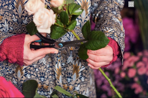 Checking condition to keep cut flowers fresh longer