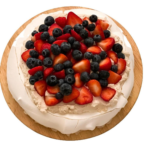 Pavlova Cake with Cinnamon Cream