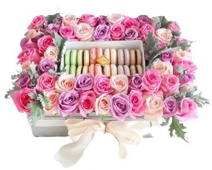 Roses with Macarons Box