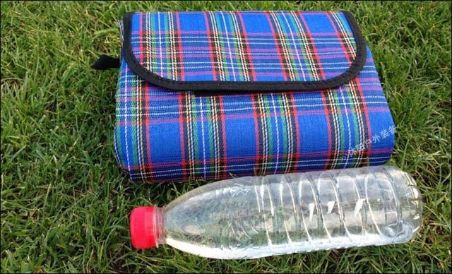 VILEAD 2 Size Folding Camping Mat Outdoor Beach Picnic Lightweigt Waterproof Sleeping Camping Pad Mat Moisture proof Plaid Blanket