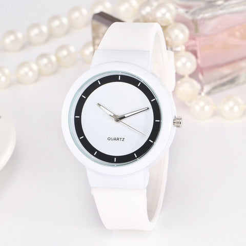 Woman Fashion Casual Silicone Strap Analog Quartz Round Watch Simple Round Ladies Watches