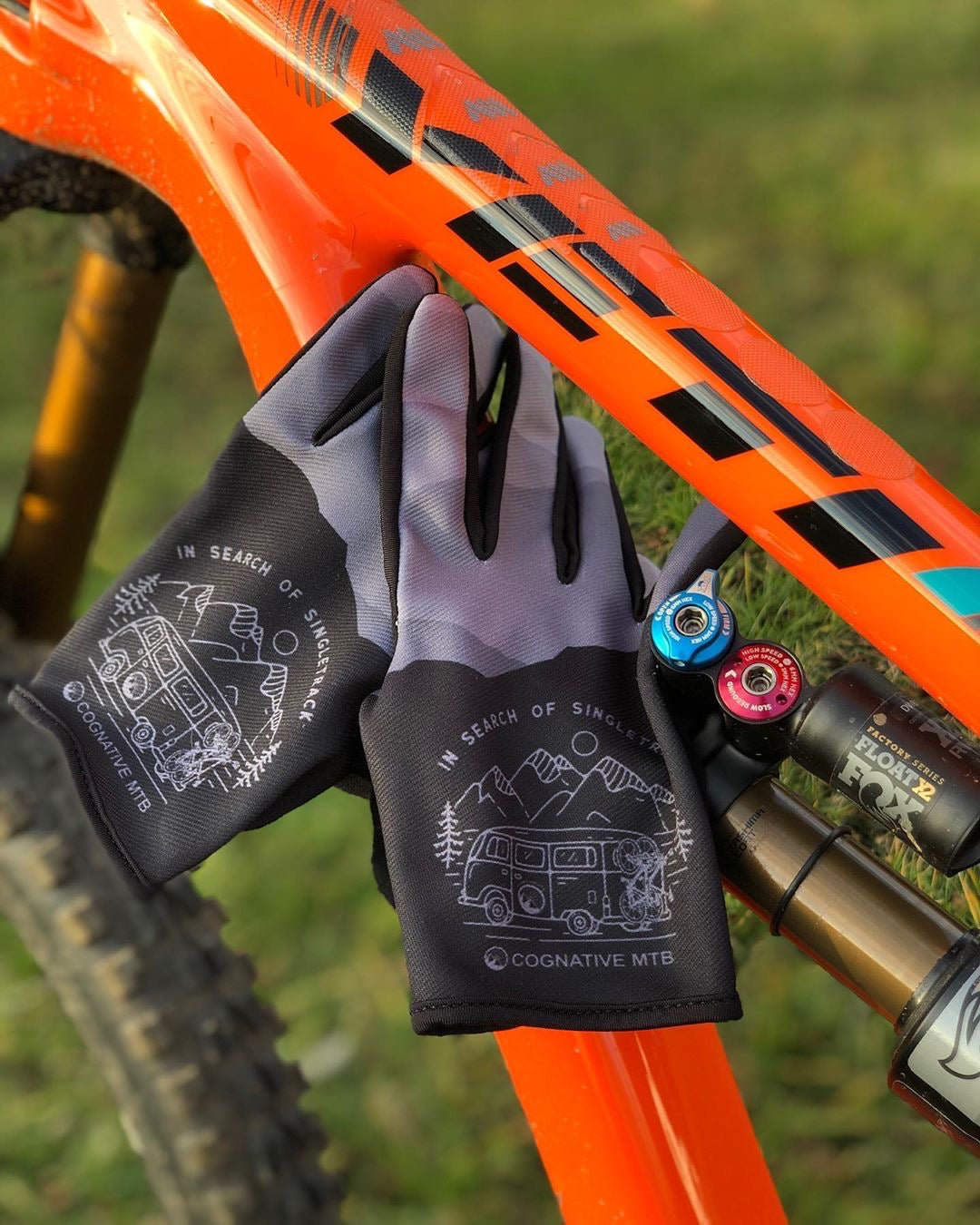 Cognatve MTB Tech gloves yeti bike