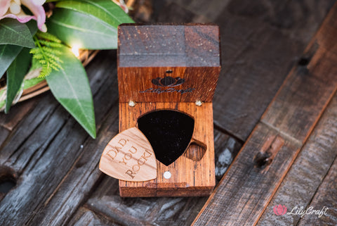 personalized guitar pick with gift case