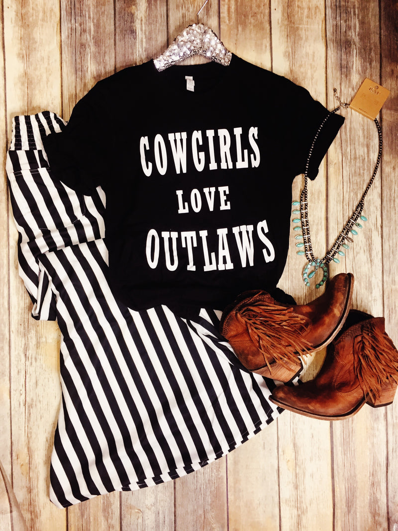Cowgirls LOVE Outlaws Tee