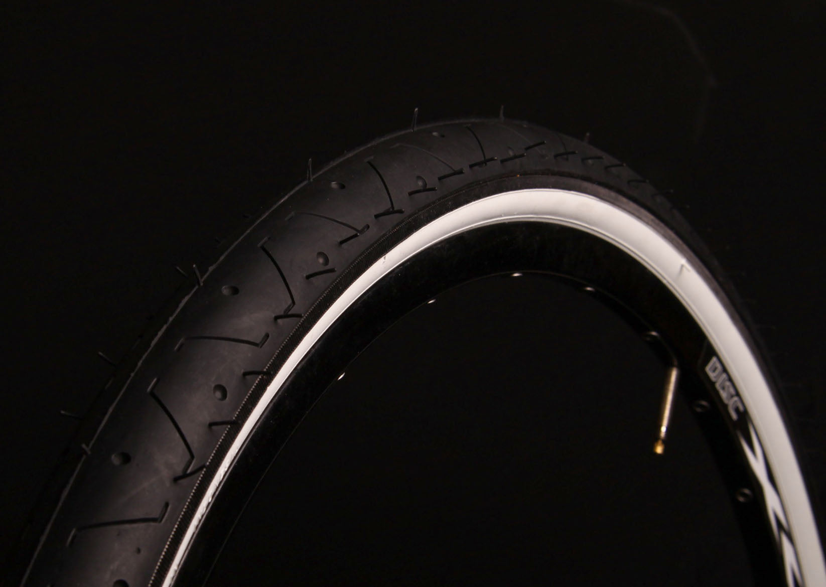 LS077 BLACK WHITEWALL BICYCLE SLICK TYRE TIRE 26 X 2.10