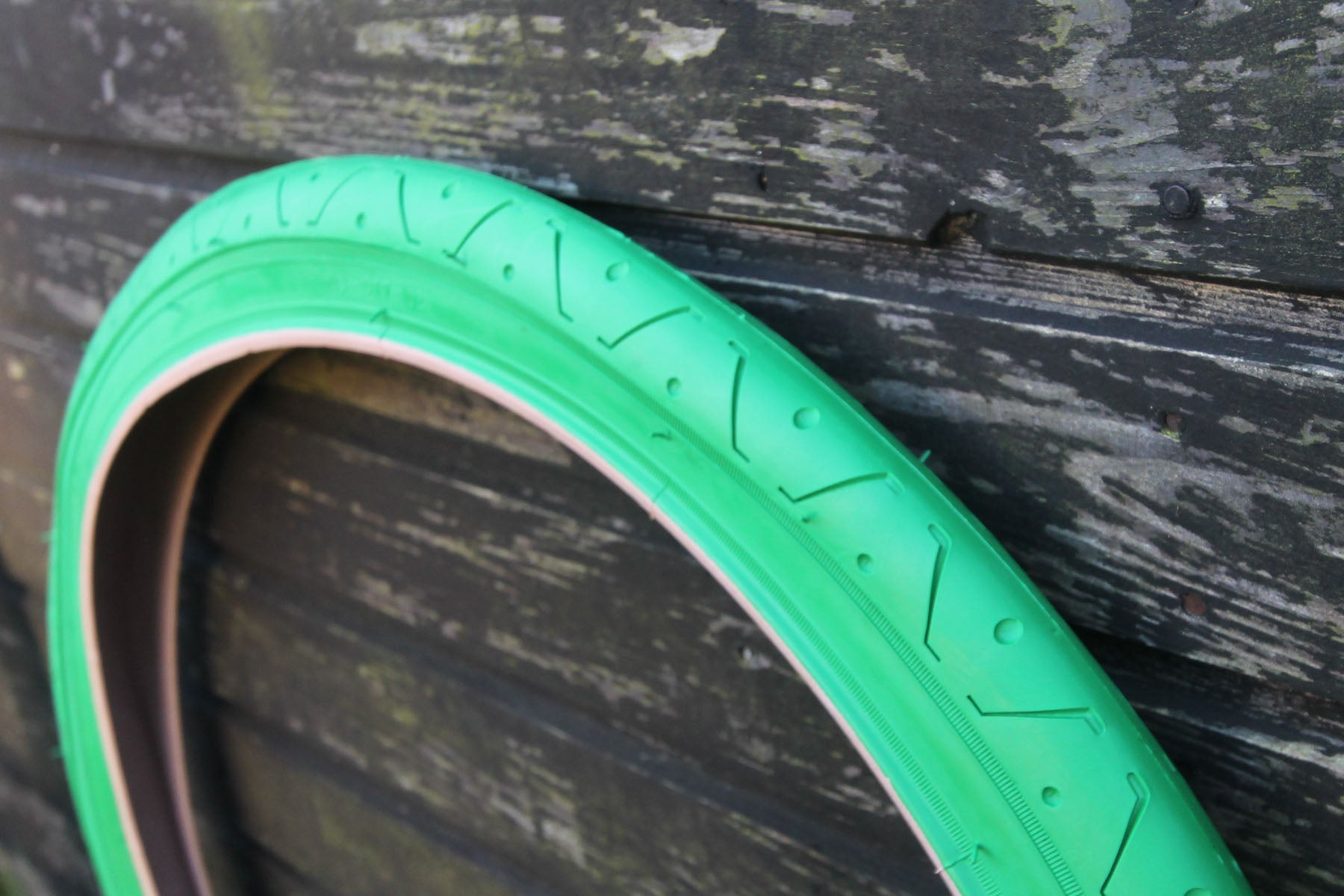 LS077 GREEN BICYCLE SLICK TYRE TIRE 26 X 2.10