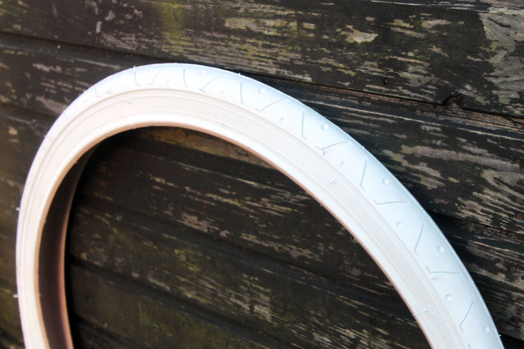 LS077 WHITE BICYCLE SLICK TYRE TIRE 26 X 2.10