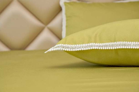 Exquisite Green Plain Bedsheet Set With White Lace On The Pillow Covers