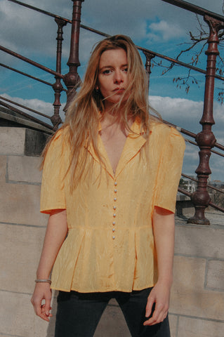 BUTTES CHAUMONT - Yellow Blouse