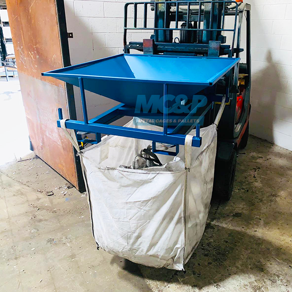 Bulk/tonne bag filler hopper for fork-lifts