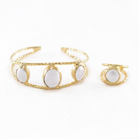 Grand Pearl Karrah & Ring