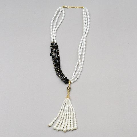 Grand Pearl & Black Beads Necklace