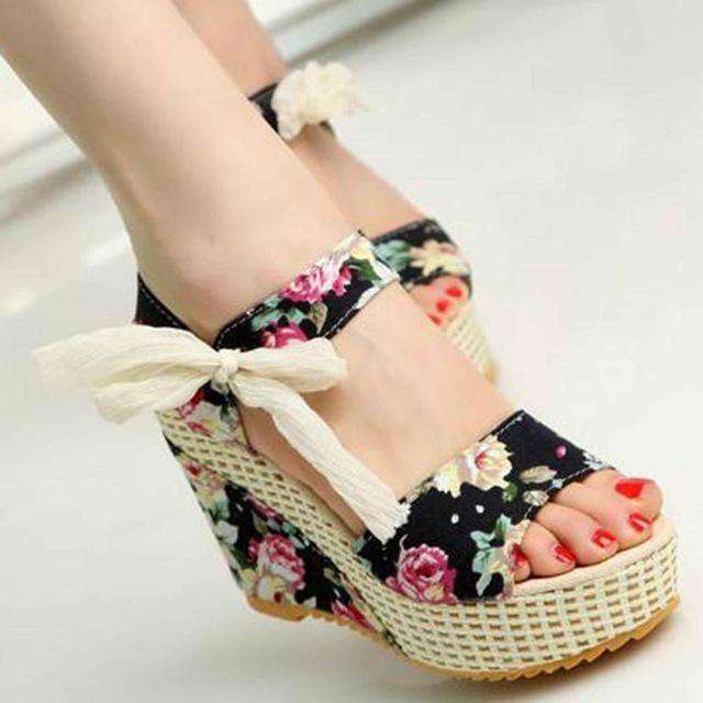 Sweet Flowers Buckle Open Toe Wedge Sandals
