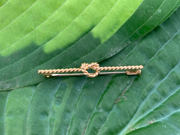 Vintage 18K Yellow gold knotted rope pin