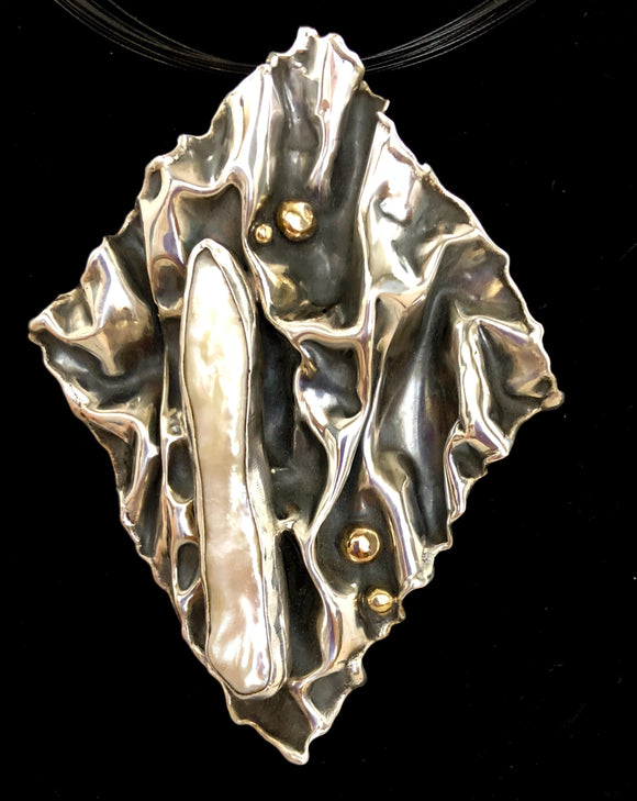 Freshwater Pearl with 14kt gold in Sterling Silver Pendant
