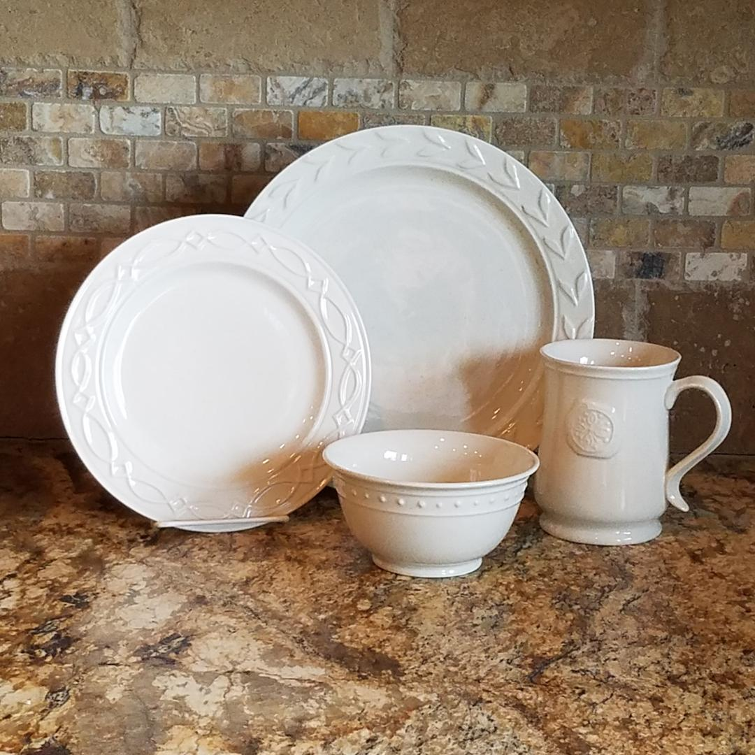 E1001 Levingston Dinnerware Set (Service for 8)