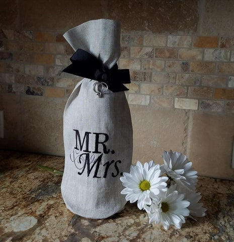 W1038 Mr. and Mrs. Wine Bag Flax with Black Lettering