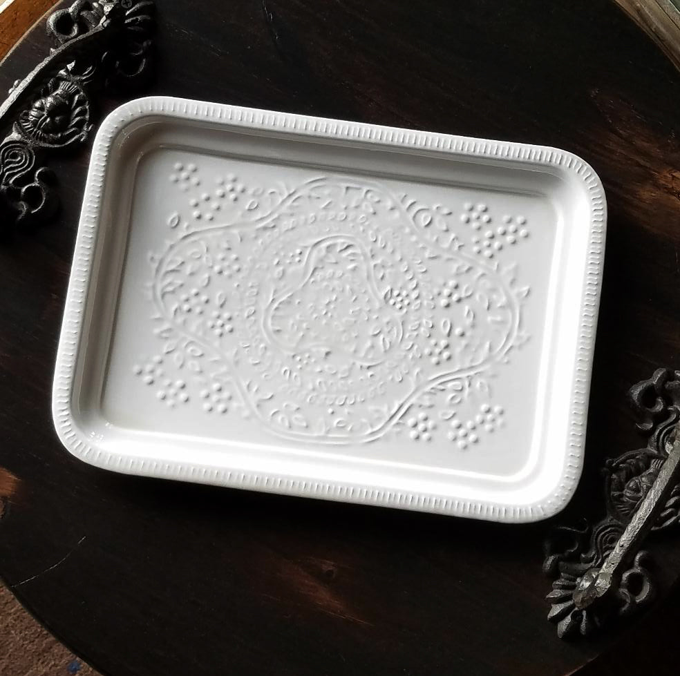 E1008 Marquette White Trays