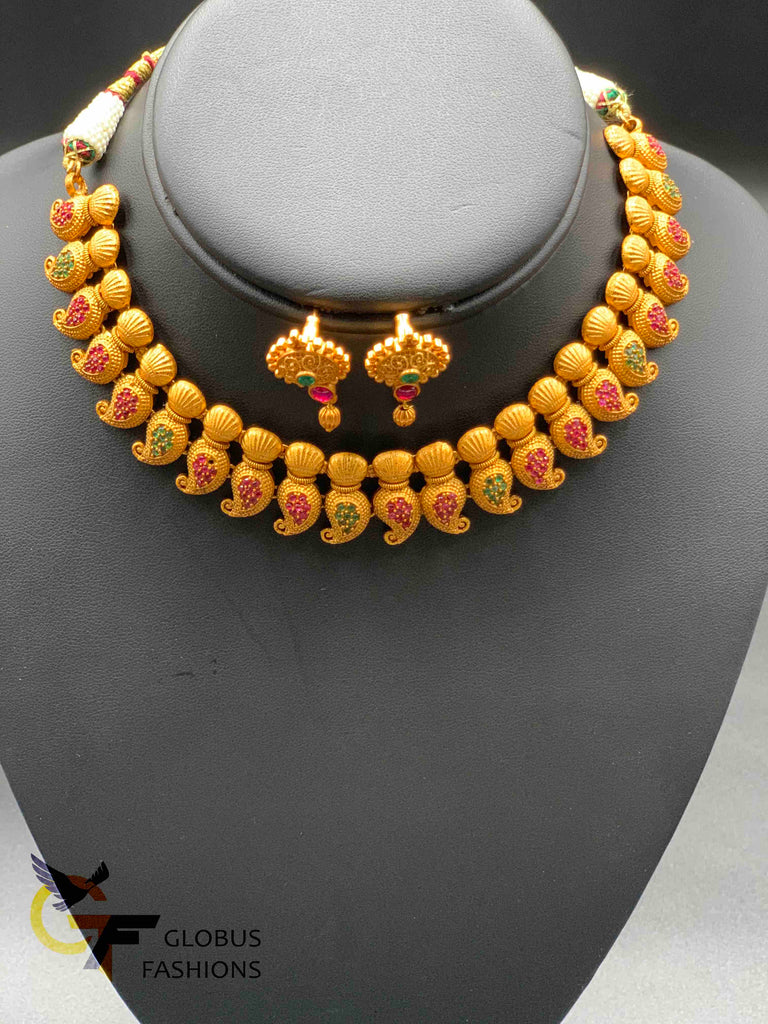 Traditional and antique look multicolor stones necklace set