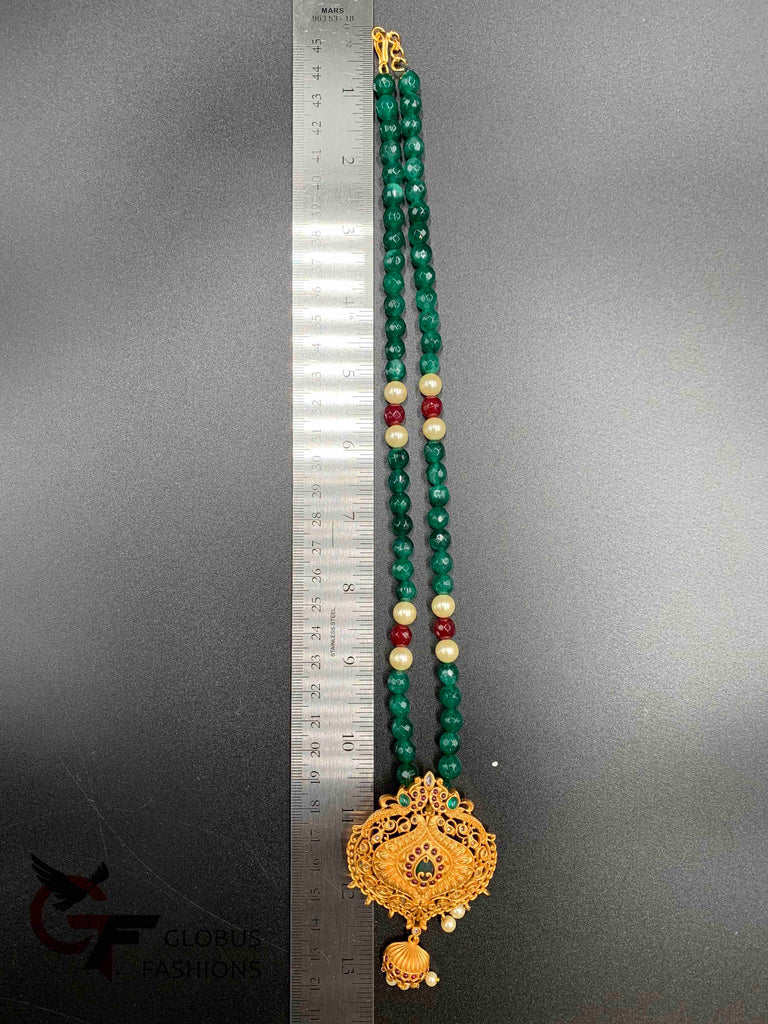 Multicolor stones antique pendant set with emerald beads chain