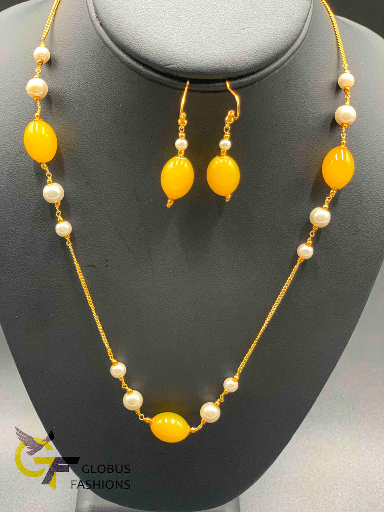 Elegant pearls and yellow beads simple chain