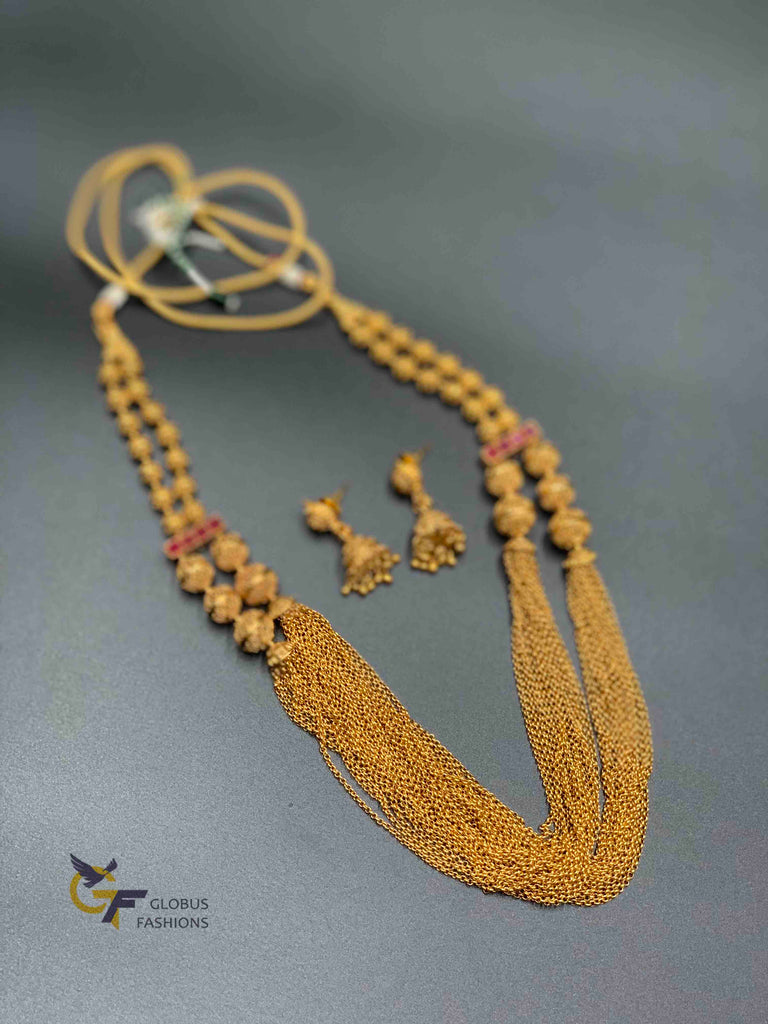 Antique and traditional look plain gold necklace with matching jumka earrings