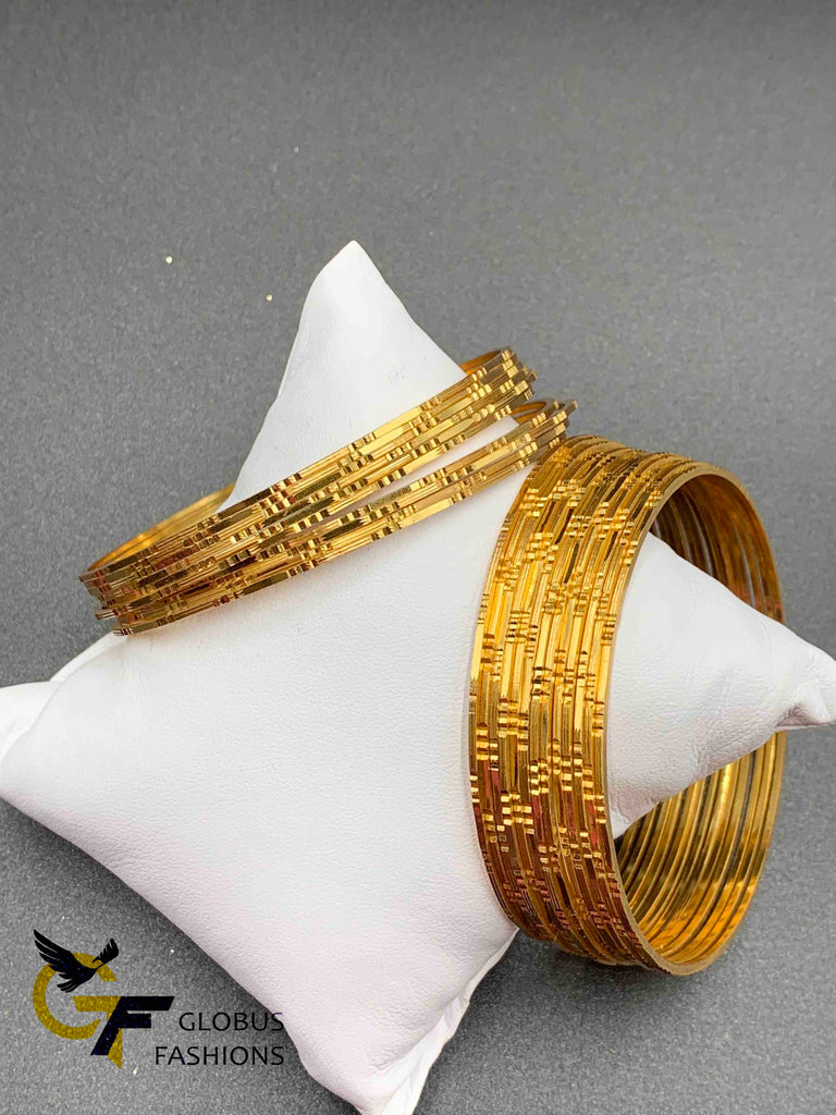 Very simple and elegant simple cut design gold bangles