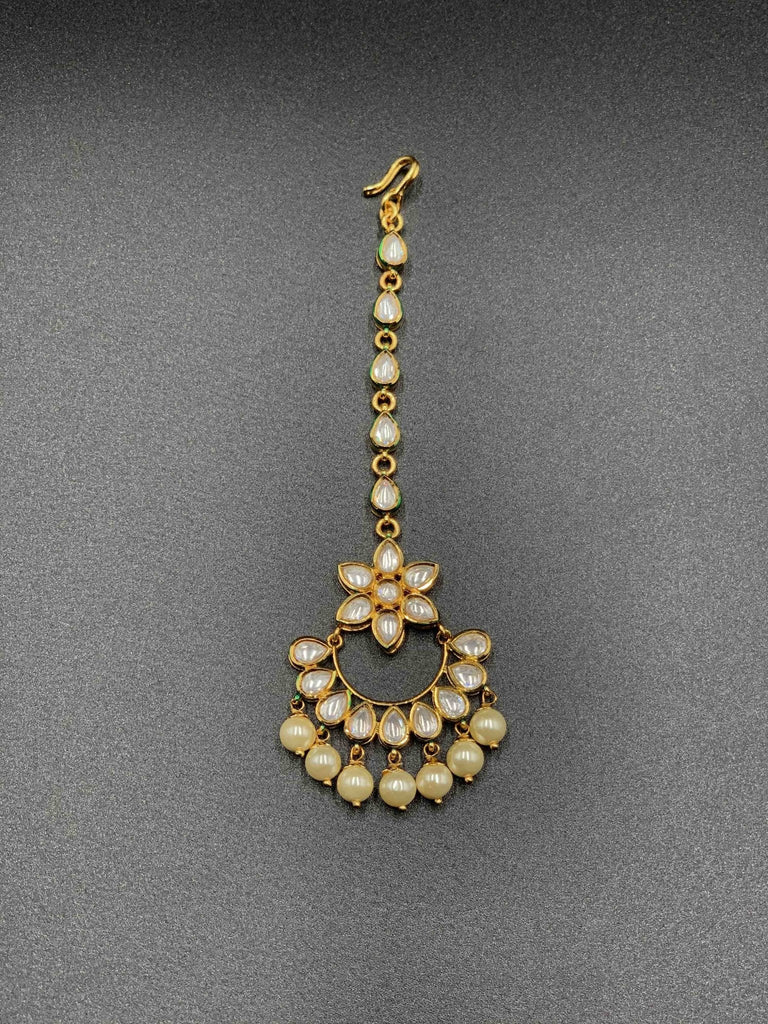 Traditional look kundan stones with pearls Tikka - Globus Fashions