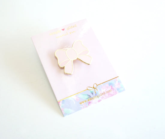 Enamel bow pin - CLASSIC PINK + gold (pin)