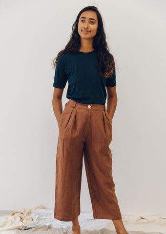The Agnes slacks - heavy weight linen in chocolate.