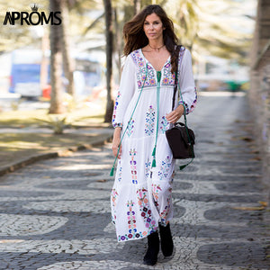 Aproms GYPSY Bohemian Embroidery Flower White Maxi Dress Women Autumn 2017 Retro Long Sleeve Loose Cotton Dresses Tassel Vestido