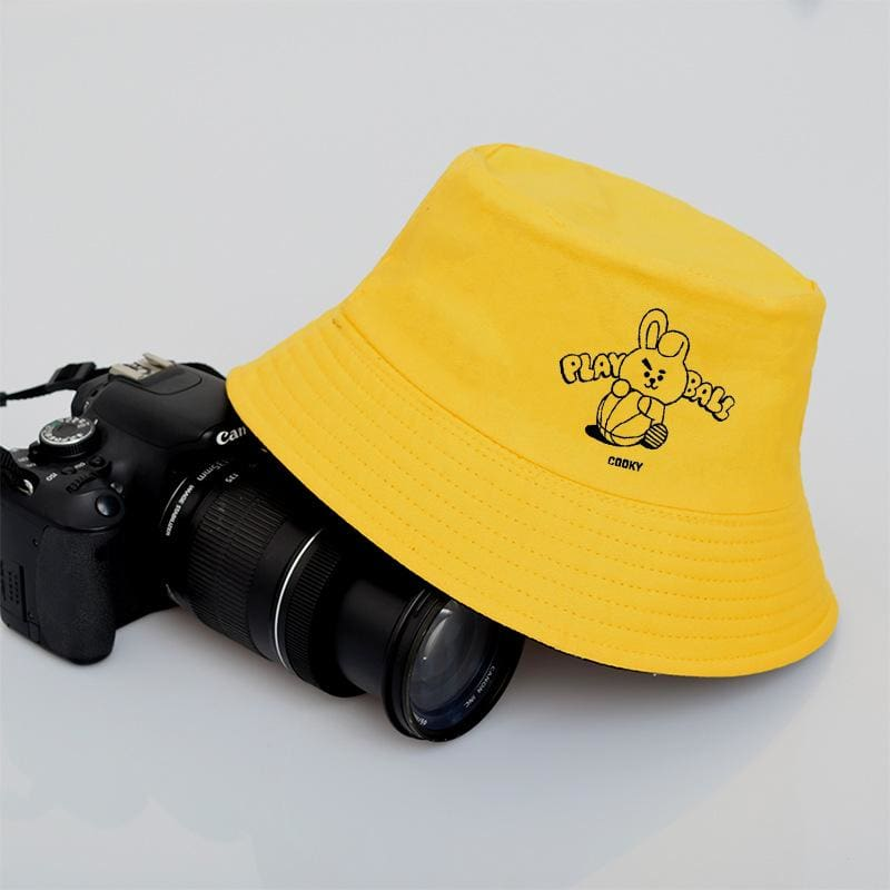 a black and yellow hat