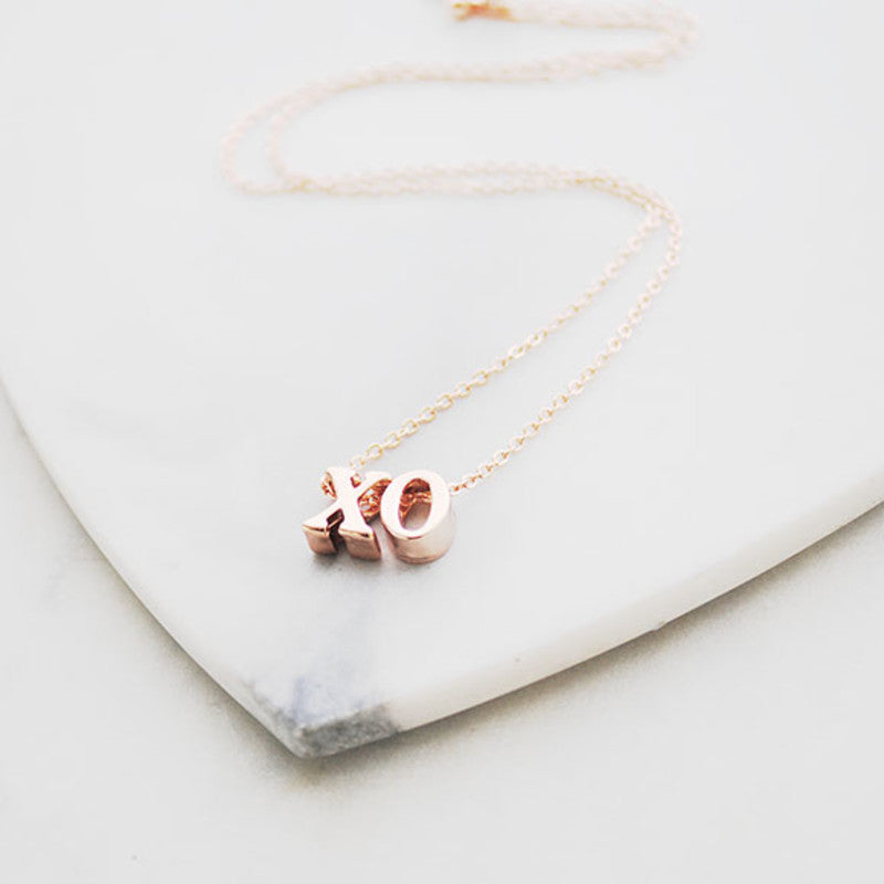 Buen amor - Rose gold xo necklace
