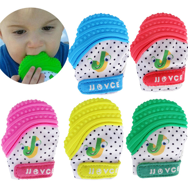 Your baby will like delicious gloves. Sensitive and creaky, these charming gloves, ideal for small hands! Its soft, flexible texture soothes tender gums