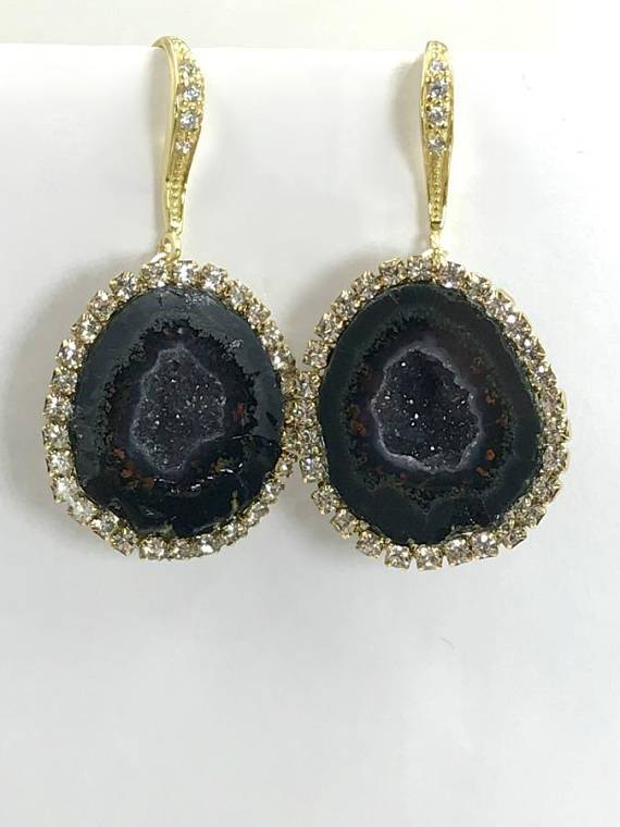 Solitary Yumbrel Earring with Geode