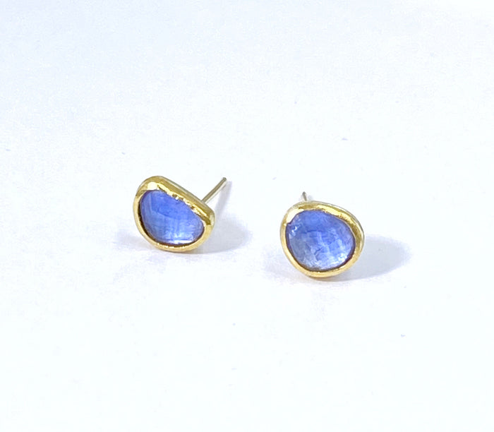 Tanzanite 22 kt Gold Stud Earrings Rose Cut Gemstone