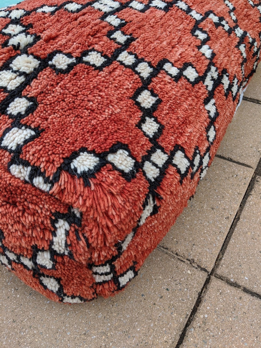 ORANGE ECLECTIC Shaggy Pouf