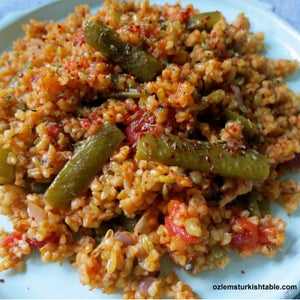 Bulgur Pilaf with Freekeh, Green Beans and Red Onions