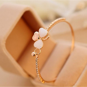 Sweet Clover Crystal Bangle