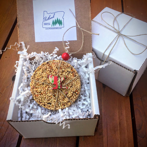 Image of Birdseed Wreath Ornament Gift Box (B) | 1 Hanging Bird Feeder