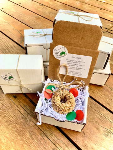 Christmas Birdseed Wreath Ornament Gift Box | 1 Hanging Bird Feeder