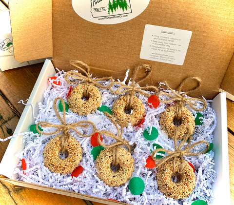 Image of Birdseed Wreath Ornament Gift Box (B) | 6 Hanging Bird Feeders