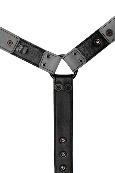 Grey leather bulldog harness connector with black hardware. Lining.