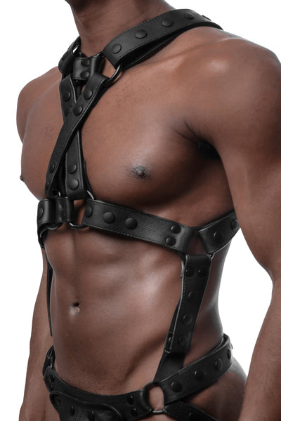 Model wearing matt black universal x harness version 3