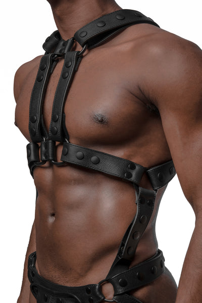 Model wearing matt black universal x harness version 4