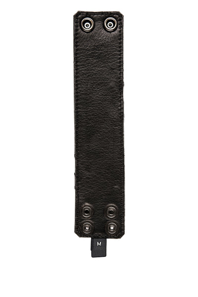 Leather wristband lining without zipper pocket