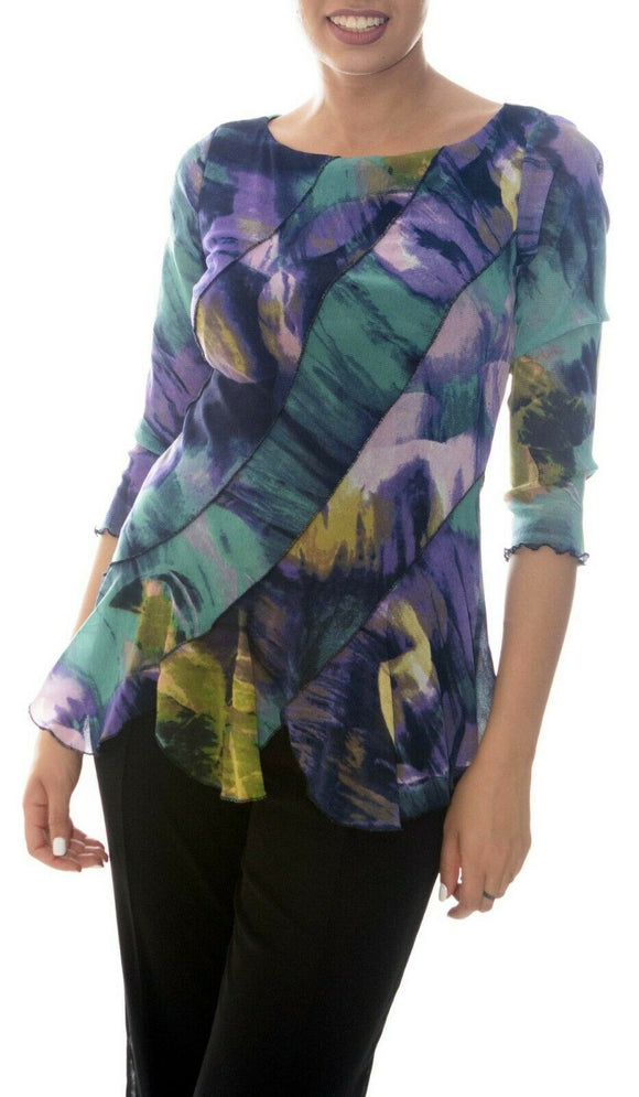VOLGA Diagonal Panels 3/4 Sleeves Print Top with Scalloped Hem