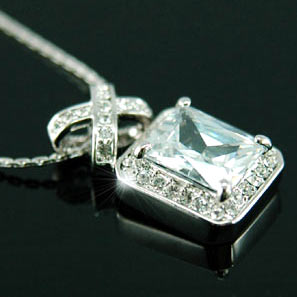 4 Carats Pendant Necklace use Austrian Crystal XN008