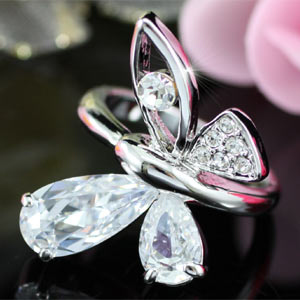 Butterfly Ring use Austrian Crystal XR095